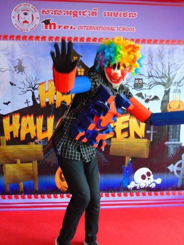 Halloween fashion show contest